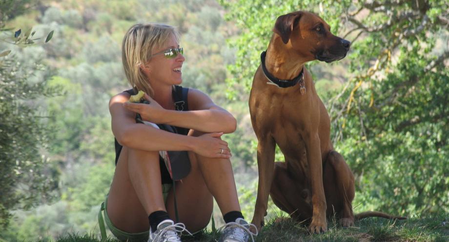 Susanne Hibinger mit Rhodesian Ridgeback Caruso